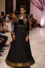 Models walk the ramp displaying Rohit Bal_s latest collection Kehkashaan at the India Couture Week 2016 on July 24, 2016 (111)_5796224ac27c8.JPG