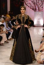 Models walk the ramp displaying Rohit Bal_s latest collection Kehkashaan at the India Couture Week 2016 on July 24, 2016 (114)_5796224d31ea9.JPG