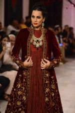Models walk the ramp displaying Rohit Bal_s latest collection Kehkashaan at the India Couture Week 2016 on July 24, 2016 (116)_5796224f4b00d.JPG