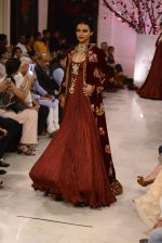 Models walk the ramp displaying Rohit Bal_s latest collection Kehkashaan at the India Couture Week 2016 on July 24, 2016 (130)_5796225962a30.JPG