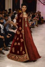 Models walk the ramp displaying Rohit Bal_s latest collection Kehkashaan at the India Couture Week 2016 on July 24, 2016 (132)_5796225abc215.JPG