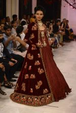 Models walk the ramp displaying Rohit Bal_s latest collection Kehkashaan at the India Couture Week 2016 on July 24, 2016 (133)_5796225b8265f.JPG