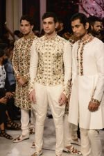 Models walk the ramp displaying Rohit Bal_s latest collection Kehkashaan at the India Couture Week 2016 on July 24, 2016 (141)_57962262742c7.JPG