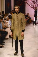 Models walk the ramp displaying Rohit Bal_s latest collection Kehkashaan at the India Couture Week 2016 on July 24, 2016 (61)_579622208cd0c.JPG