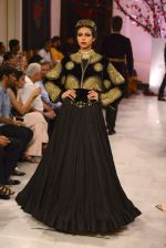 Models walk the ramp displaying Rohit Bal_s latest collection Kehkashaan at the India Couture Week 2016 on July 24, 2016 (64)_57962222d37b3.JPG
