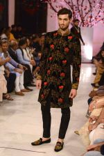 Models walk the ramp displaying Rohit Bal_s latest collection Kehkashaan at the India Couture Week 2016 on July 24, 2016 (69)_57962227bfd74.JPG