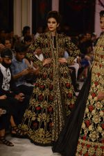 Models walk the ramp displaying Rohit Bal_s latest collection Kehkashaan at the India Couture Week 2016 on July 24, 2016 (88)_57962238be27a.JPG