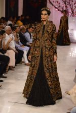 Models walk the ramp displaying Rohit Bal_s latest collection Kehkashaan at the India Couture Week 2016 on July 24, 2016 (94)_5796223e2387a.JPG