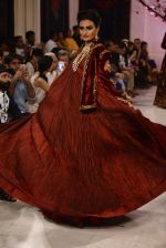 Models walk the ramp displaying Rohit Bal_s latest collection Kehkashaan at the India Couture Week 2016 on July 24, 2016 (123)_57962253e171c.JPG