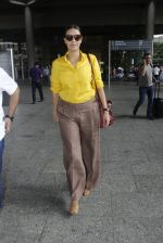 Neha Dhupia snapped at airport on 25th July 2016 (60)_57961caf580e8.JPG