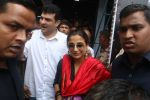 Vidya Balan and Siddharth Roy Kapoor watch Kabali with friends at Aurora Cinemas on 24th July 2016 (10)_5795c1f167a47.JPG