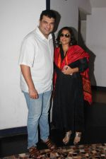 Vidya Balan and Siddharth Roy Kapoor watch Kabali with friends at Aurora Cinemas on 24th July 2016 (37)_5795c193b6cd7.JPG
