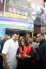 Vidya Balan and Siddharth Roy Kapoor watch Kabali with friends at Aurora Cinemas on 24th July 2016 (5)_5795c1860eea8.JPG