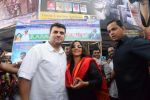 Vidya Balan and Siddharth Roy Kapoor watch Kabali with friends at Aurora Cinemas on 24th July 2016 (57)_5795c199830ce.JPG