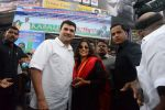Vidya Balan and Siddharth Roy Kapoor watch Kabali with friends at Aurora Cinemas on 24th July 2016 (58)_5795c1fc879f8.JPG