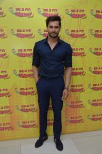 Rohit Khandelwal, Mr. World 2016 present at Radio Mirchi studio on 26th July 2016 (3)_579754b5c4f2a.JPG