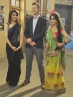Brett Lee on the sets of Bhabhiji Ghar Pe Hai on 27th July 2016 (31)_5798abd3befff.JPG