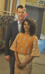 Brett Lee, Tannishtha Chatterjee on the sets of Bhabhiji Ghar Pe Hai on 27th July 2016 (26)_5798abd4abb47.JPG
