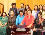 Pankaj Udhas,Bhupinder Singh, Mitali Singh,Anuradha Paudwal,Rekha Bharadwaj,Suresh Wadkar,Penaz Masani together for a rehearsal forthcoming Khazana Ghazal Festival on 27th July 2016 (1)_57985c87a1caf.JPG