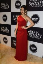 Amyra Dastur at Vogue Beauty Awards 2016 on 27th July 2016 (162)_5799a609b975a.JPG