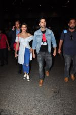 Jacqueline Fernandez, Varun Dhawan snapped at airport on 27th July 2016 (27)_57998d2b5cab3.JPG