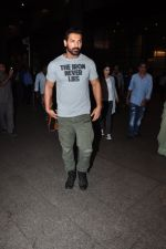 John Abraham snapped at airport on 27th July 2016 (9)_57998d044227d.JPG