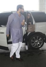 Kareena Kapoor, Saif Ali Khan snapped at airport on 28th July 2016 (8)_579a0a7446be6.JPG