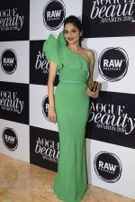 Madhoo Shah at Vogue Beauty Awards 2016 on 27th July 2016 (24)_5799a655a4d93.JPG