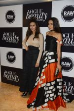 Monica Dogra at Vogue Beauty Awards 2016 on 27th July 2016 (60)_5799a661cf366.JPG