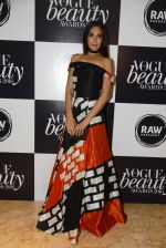 Monica Dogra at Vogue Beauty Awards 2016 on 27th July 2016 (63)_5799a6640e97b.JPG
