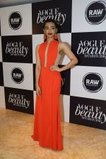 Radhika Apte at Vogue Beauty Awards 2016 on 27th July 2016 (216)_5799a698b13e1.JPG