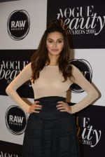 Shibani Dandekar at Vogue Beauty Awards 2016 on 27th July 2016 (34)_57998a3ca4827.JPG