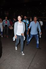Sunny Leone snapped at airport on 27th July 2016 (11)_57998d3c86f57.JPG