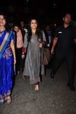 Vidya Balan snapped at airport on 27th July 2016 (36)_57998d4d6113b.JPG