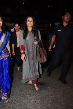 Vidya Balan snapped at airport on 27th July 2016 (37)_57998d4e95e70.JPG
