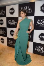 at Vogue Beauty Awards 2016 on 27th July 2016 (2)_579989e1c2dd1.JPG