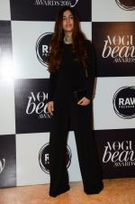 at Vogue Beauty Awards 2016 on 27th July 2016 (12)_5799a58a06afb.JPG