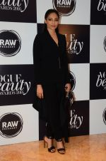 at Vogue Beauty Awards 2016 on 27th July 2016 (24)_5799a58eac216.JPG