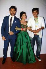 Ravi Kishan with Sambhavna & Avinash at their post wedding celebrations red carpet at Bora Bora_579b85bf7864e.jpg