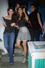 Shilpa Shetty and Shamita Shetty post dinner snapped on 27th July 2016 (5)_579af93d3b592.JPG