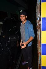 Sidharth Malhotra snapped together in Mumbai on 28th July 2016 (17)_579af92695081.JPG