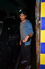 Sidharth Malhotra snapped together in Mumbai on 28th July 2016 (18)_579af92770515.JPG