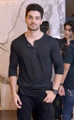 sooraj pancholi at Dishoom screening in yashraj, Mumbai on 28th July 2016_579afecc11f35.jpg