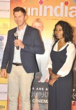 Brett Lee, Tannishtha Chatterjee at Oberoi mall event on 29th July 2016 (22)_579cc2c58d7b9.JPG