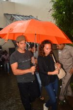 Hrithik Roshan snapped in Mumbai on 29th July 2016 (11)_579c7dadf1d73.JPG