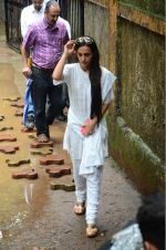 Tara Sharma at Rajjat Barjatya funeral on 30th July 2016 (77)_579cc2543f844.JPG