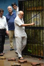 at Rajjat Barjatya funeral on 30th July 2016 (52)_579cc23604c46.JPG