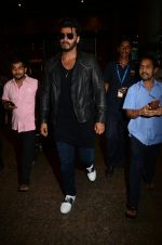 Arjun kapoor landed from london in Mumbai airport on 30th July 2016 (1)_579d9c7704989.jpg