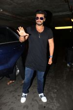 Arjun kapoor landed from london in Mumbai airport on 30th July 2016 (3)_579d9c4e520c2.jpg