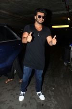 Arjun kapoor landed from london in Mumbai airport on 30th July 2016 (5)_579d9c64761b4.jpg